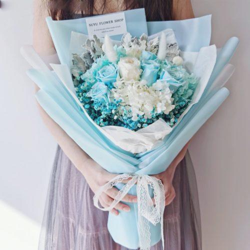 相親相愛粉藍色玫瑰永生花束